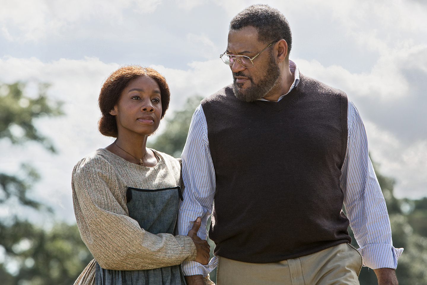 Anika Noni Rose as Kizzy and Laurence Fishburne as Alex Haley