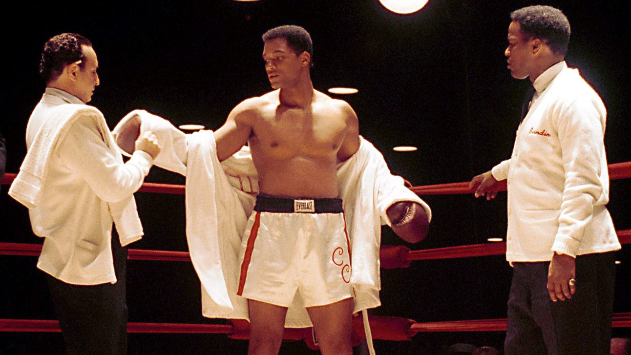 "391411 18: Actors Ron Silver, Will Smith and Jamie Foxx film a scene in the upcoming movie ""Ali"" taken in February 2001 in Los Angeles, CA. Smith portrays boxer Muhammad Ali while Silver and Foxx portray Angelo Dundee and Drew ""Bundini"" Brown."