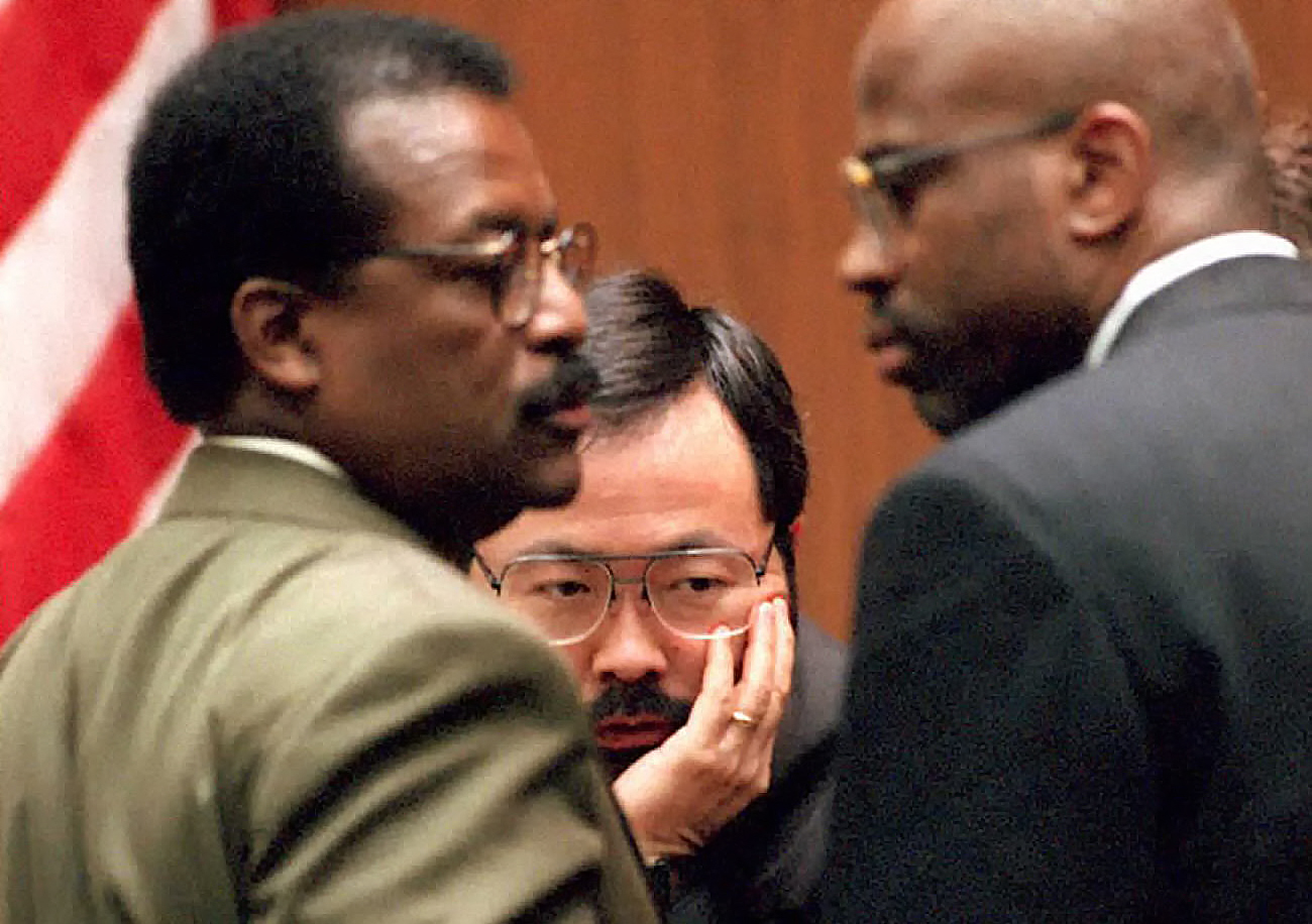 Judge Lance Ito (C), defense attorney Johnnie Cochran Jr. (L) and prosecutor Christopher Darden (R) confer in the courtroom 08 March 1995 during the O.J. Simpson murder trial. In court, Judge Ito ruled that the defense may see interviews of police officers who purportedly were questioned about whether LAPD detective Mark Furhrman could have moved a bloody glove from the murder scene to the Simpson estate.