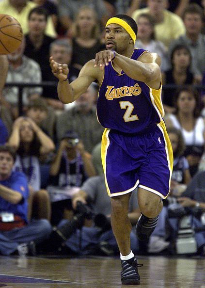 029611.SP.0513.Lakers30.AR The Lakers Derek Fisher makes a pass during game 4 of the Western Conference semifinals against the Kings in Sacramento on May 13, 2001. (Photo by Anacleto Rapping/Los Angeles Times via Getty Images)