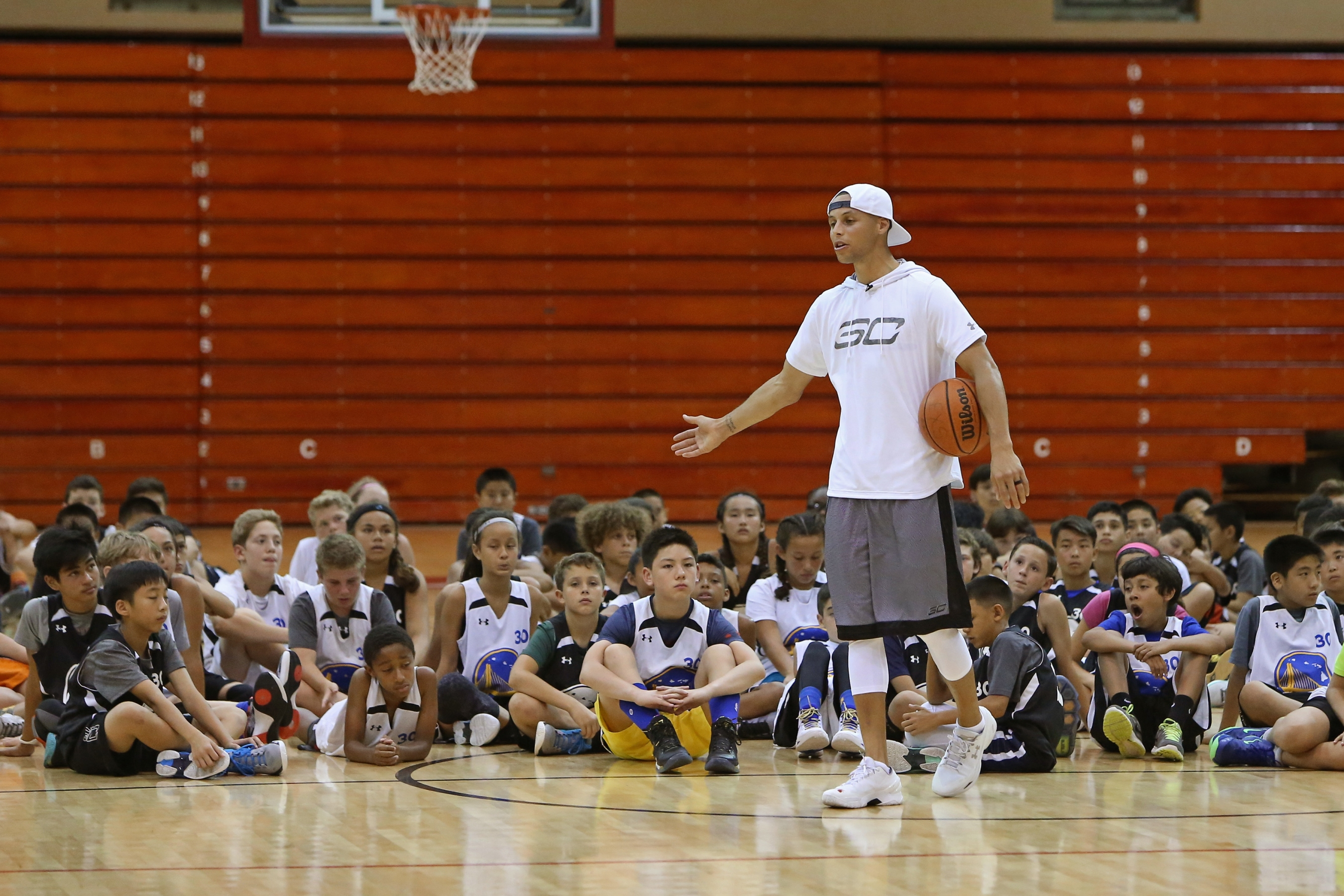 37e085e0bbb8 Stephen Curry s basketball camps