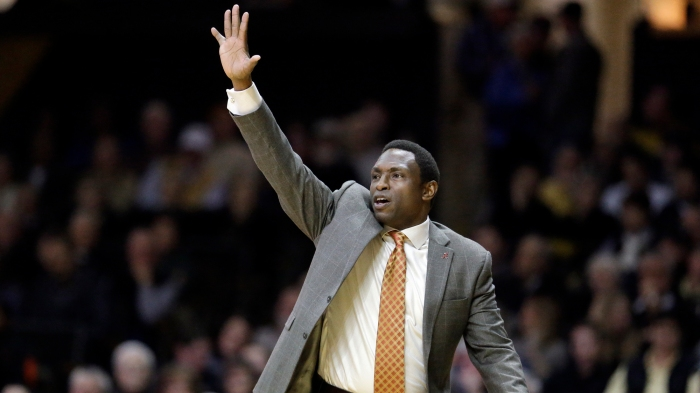Alabama coach Avery Johnson lends helping hand to Louisiana