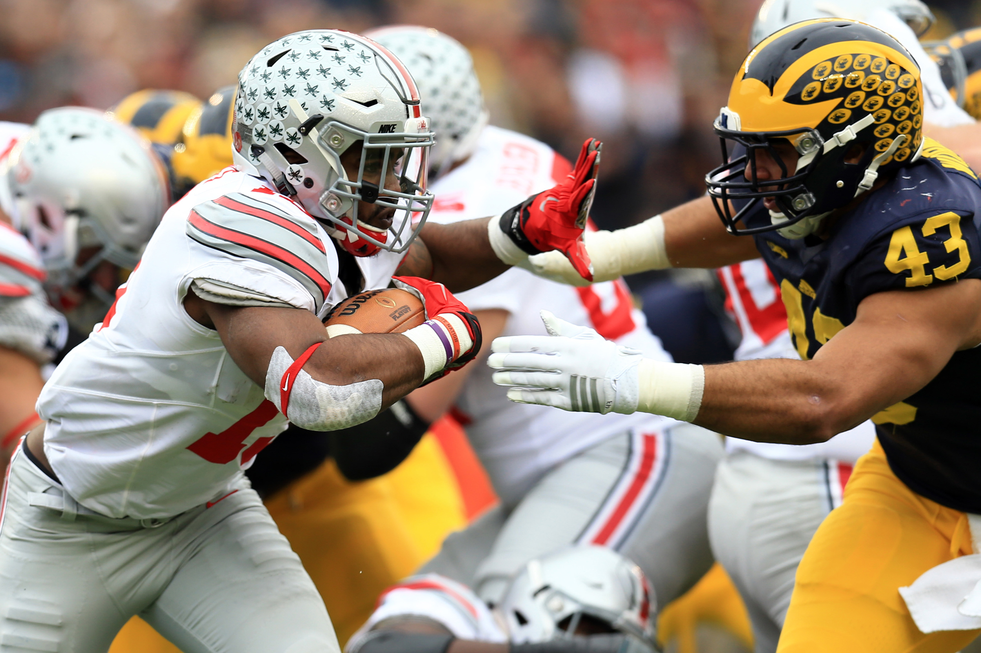 Running back Ezekiel Elliott #15 of the Ohio State Buckeyes runs the ball against the Michigan Wolverines at Michigan Stadium on November 28, 2015 in Ann Arbor, Michigan.