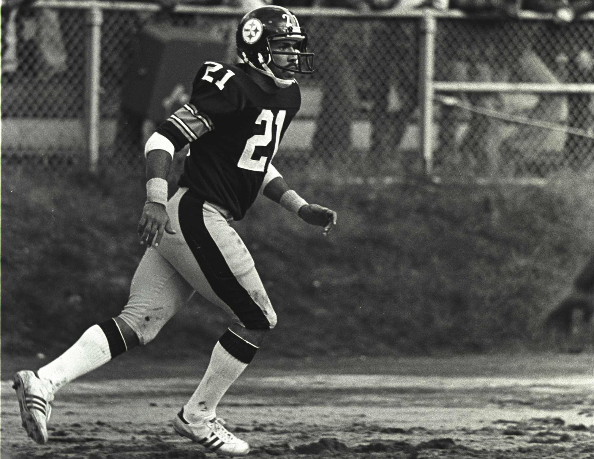Defensive back Tony Dungy #21 of the Pittsburgh Steelers in action against the Cleveland Browns at Municipal Stadium on October 15, 1978 in Cleveland, Ohio.