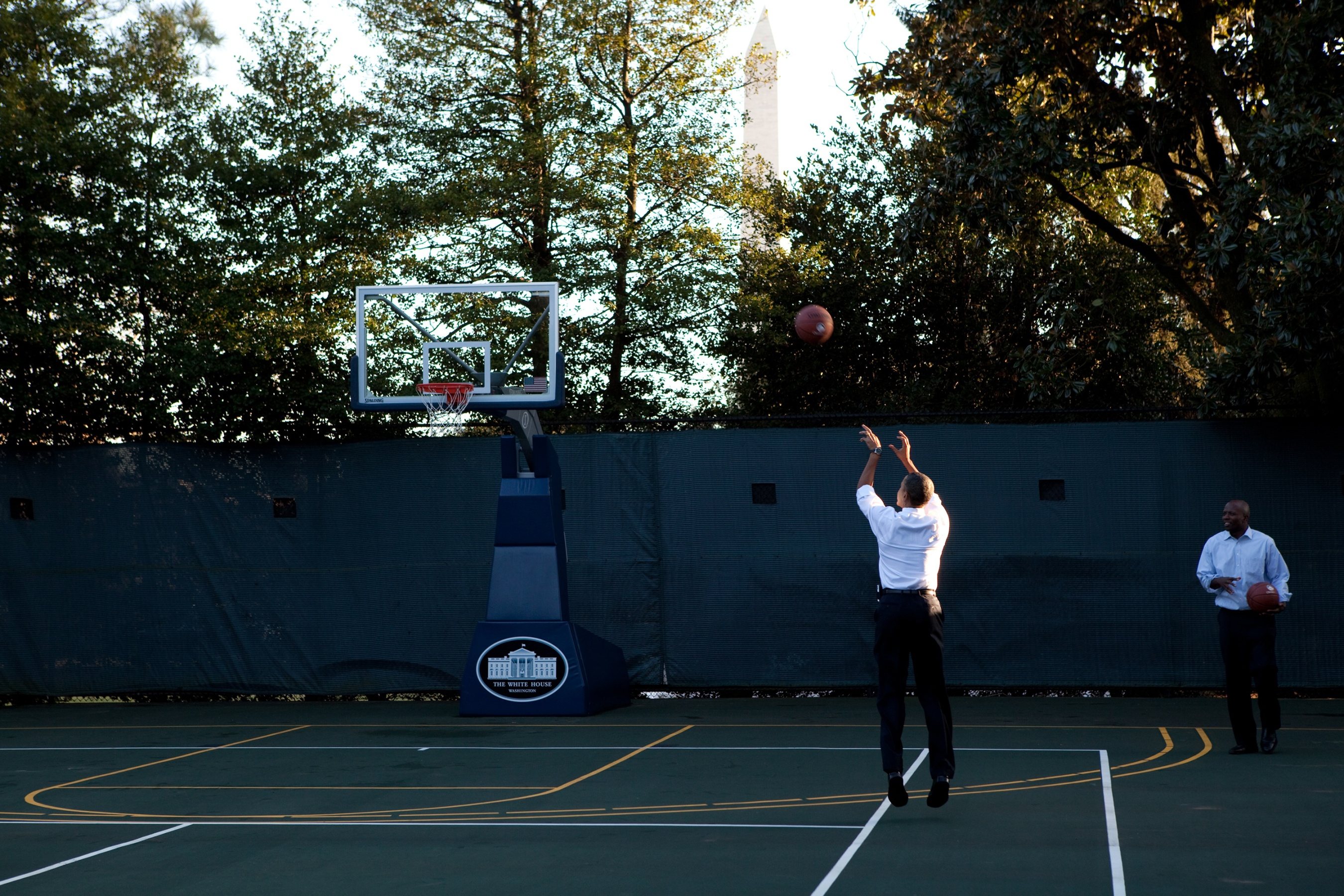 new style 31abe 29c27 Obama s basketball jones connected him to hoopheads everywhere