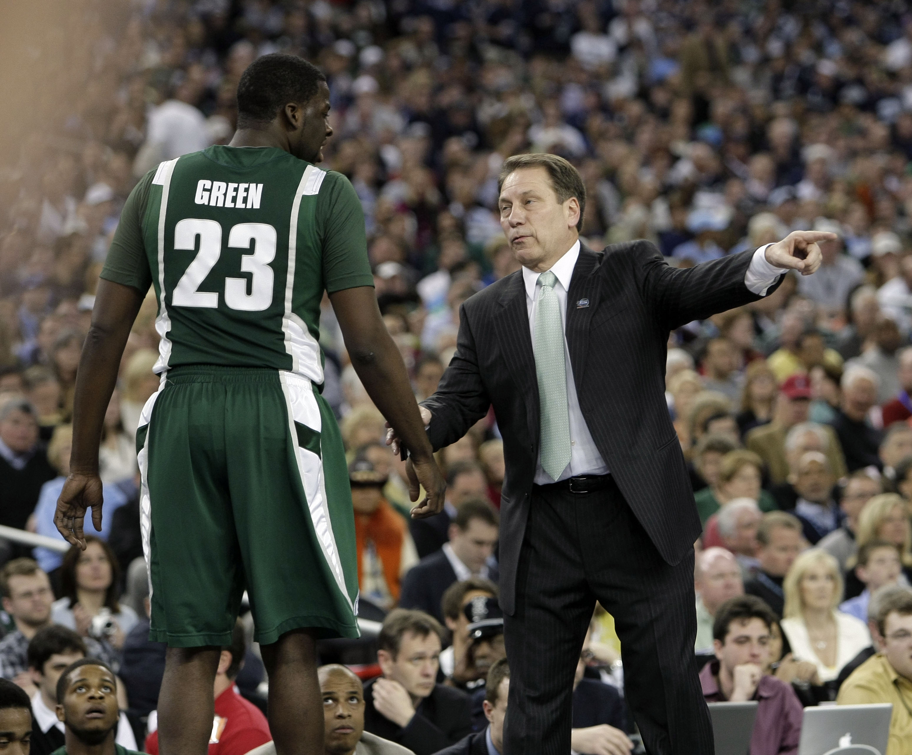 Michigan State head coach Tom Izzo, right, gives instructions to forward Draymond Green during the first half against Connecticut in a Final Four game at Ford Field at Ford Field in Detroit, Michigan, Saturday, April 4, 2009.
