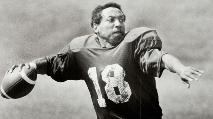Pioneering QB Chuck Ealey doesn t look back 7e9b5bbc4