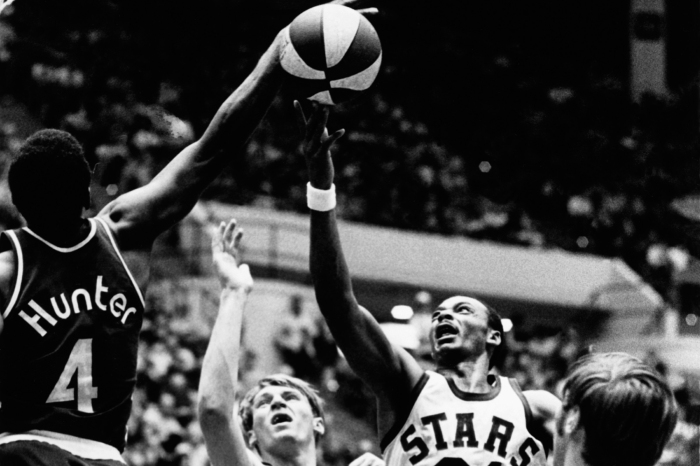 Zelmo Beaty #31 of the Utah Stars drives to the basket against the Kentucky Colonels during an ABA game circa 1970 in Salt Lake City, Utah.