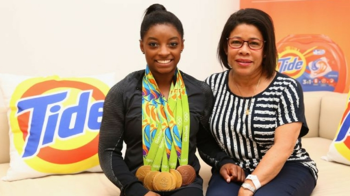 simone-biles-and-nellie-biles