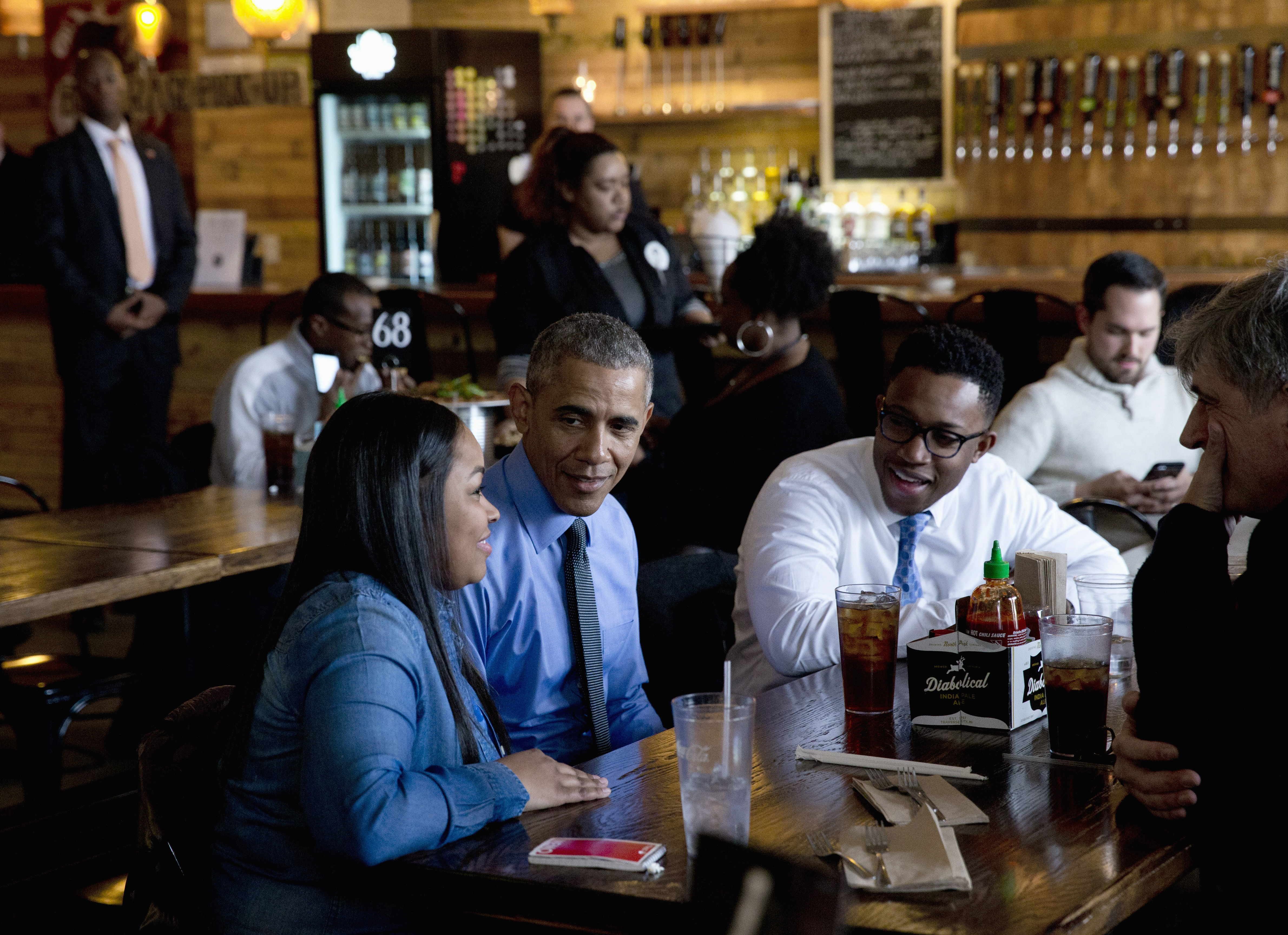 President Barack Obama has lunch at the Jolly Pumpkin Brewery in Detroit, Wednesday, Jan. 20, 2016, with from left, Teana Dowdell, autoworker at the General Motors Detroit-Hamtramck Assembly, Dr. Tolulope Sonuyi, Emergency medicine physician engaged with Detroit youth through violence prevention and intervention programs, part of Detroits efforts around the My Brothers Keeper initiative and Tom Kartsotis, founder, Shinola, right.
