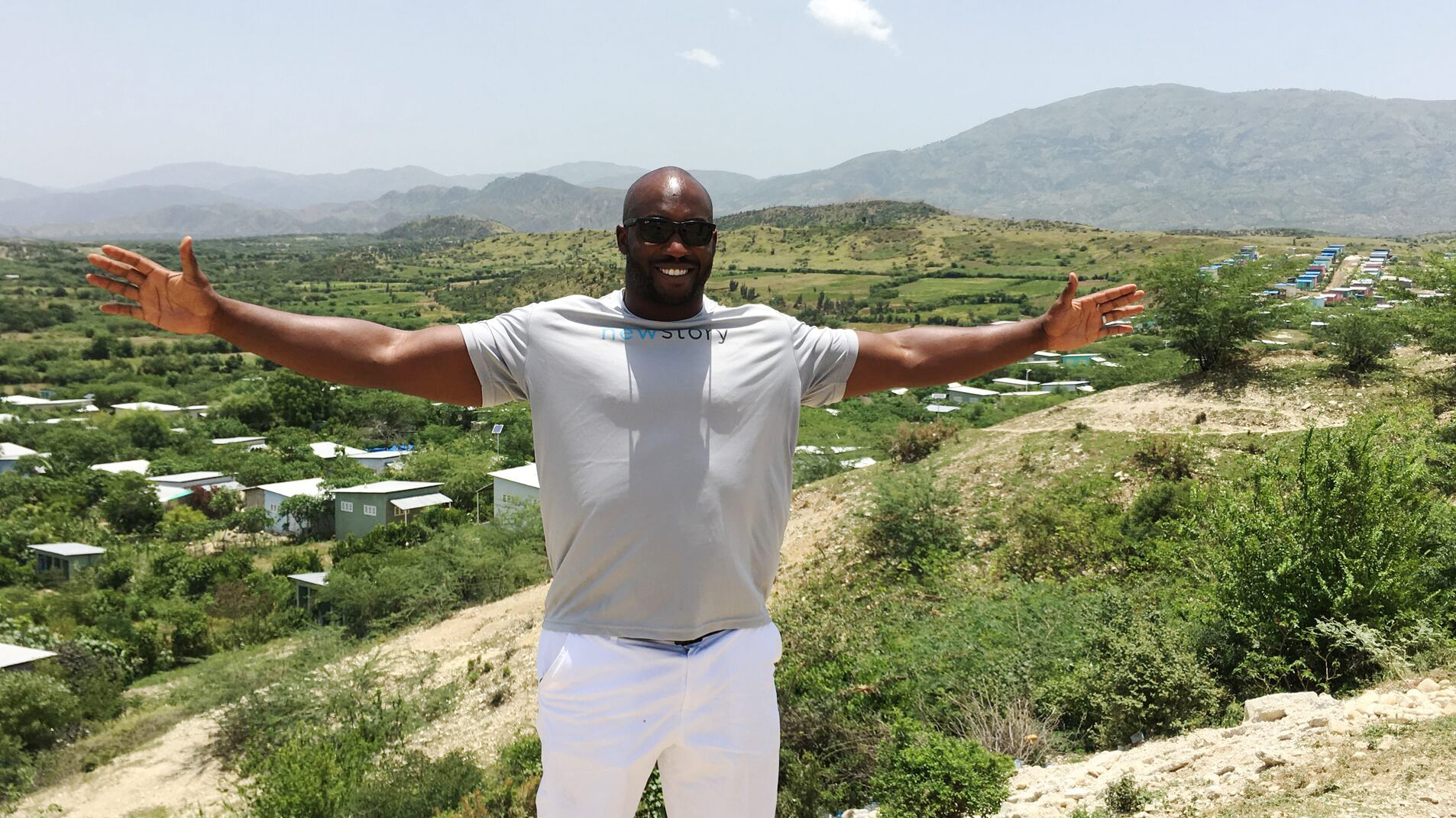 elvis-dumervil-in-haiti-10