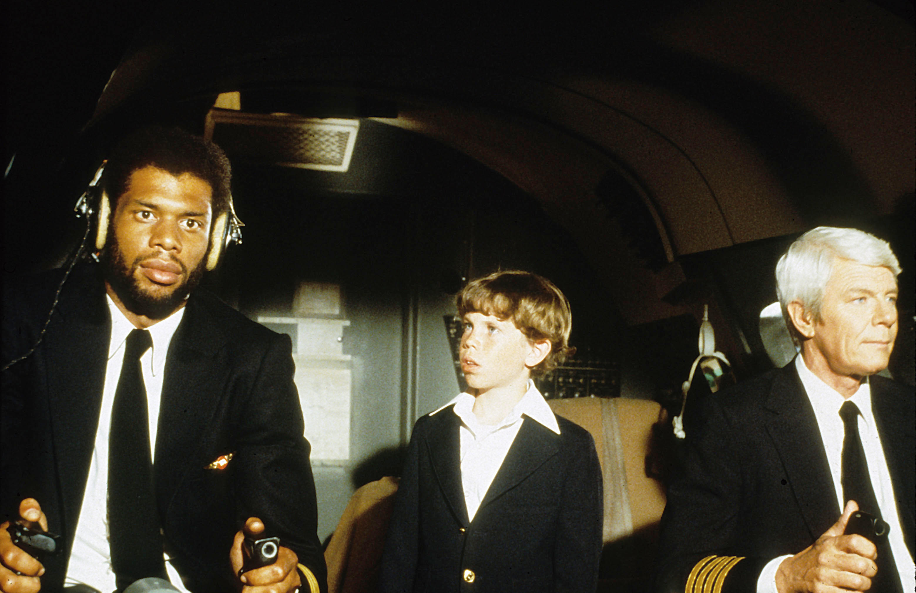 FWP9RP Y a t il un pilote dans l'avion Airplane 1980 real : Jim Abrahams et David et Jerry Zucker Peter Graves Kareem Abdul Jabbar COLLECTION CHRISTOPHEL