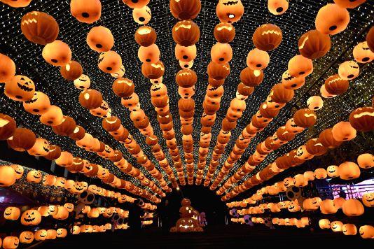 TOPSHOT-CHINA-FESTIVAL-HALLOWEEN