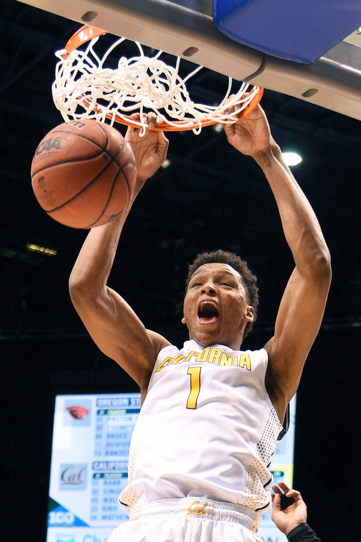 California Golden Bears forward Ivan Rabb (1) dunks the basketball against the Oregon State Beavers during the second half of the Pac-12 Conference tournament at MGM Grand Garden Arena.
