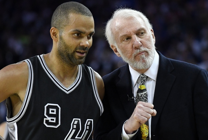 OAKLAND, CA - OCTOBER 25: Head coach Gregg Popovich of the San Antonio Spurs talks with player Tony Parker #9 during the fourth quarter of an NBA basketball game against the Golden State Warriors at ORACLE Arena on October 25, 2016 Oakland, California.