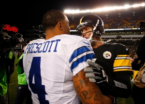 Ben Roethlisberger shakes hands with Dak Prescott at the conclusion of the Dallas Cowboys 35-30 win over the Pittsburgh Steelers at Heinz Field
