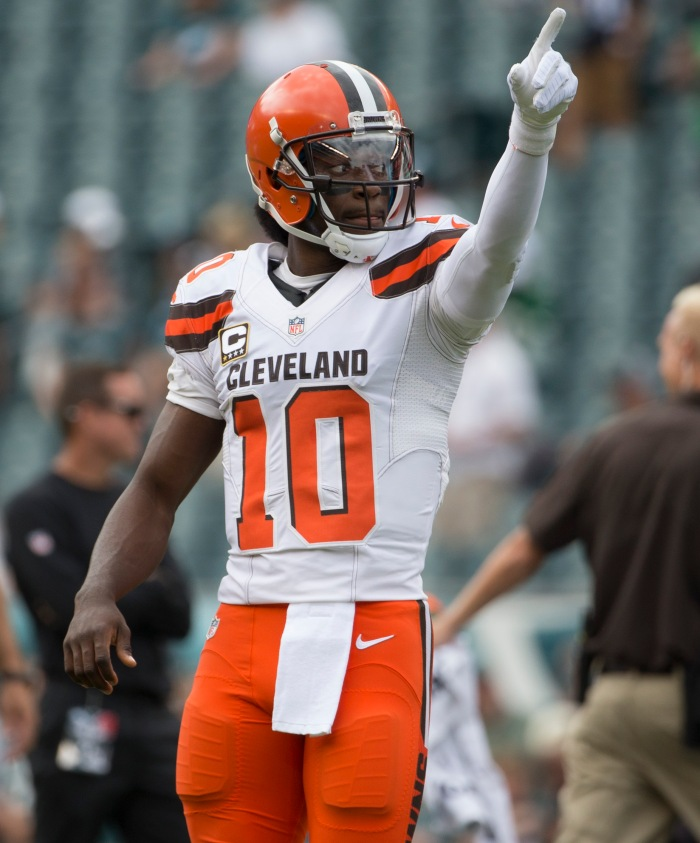 PHILADELPHIA, PA - SEPTEMBER 11: Robert Griffin III #10 of the Cleveland Browns warms up prior to the game against the Philadelphia Eagles at Lincoln Financial Field on September 11, 2016 in Philadelphia, Pennsylvania. The Eagles defeated the Browns 29-10.