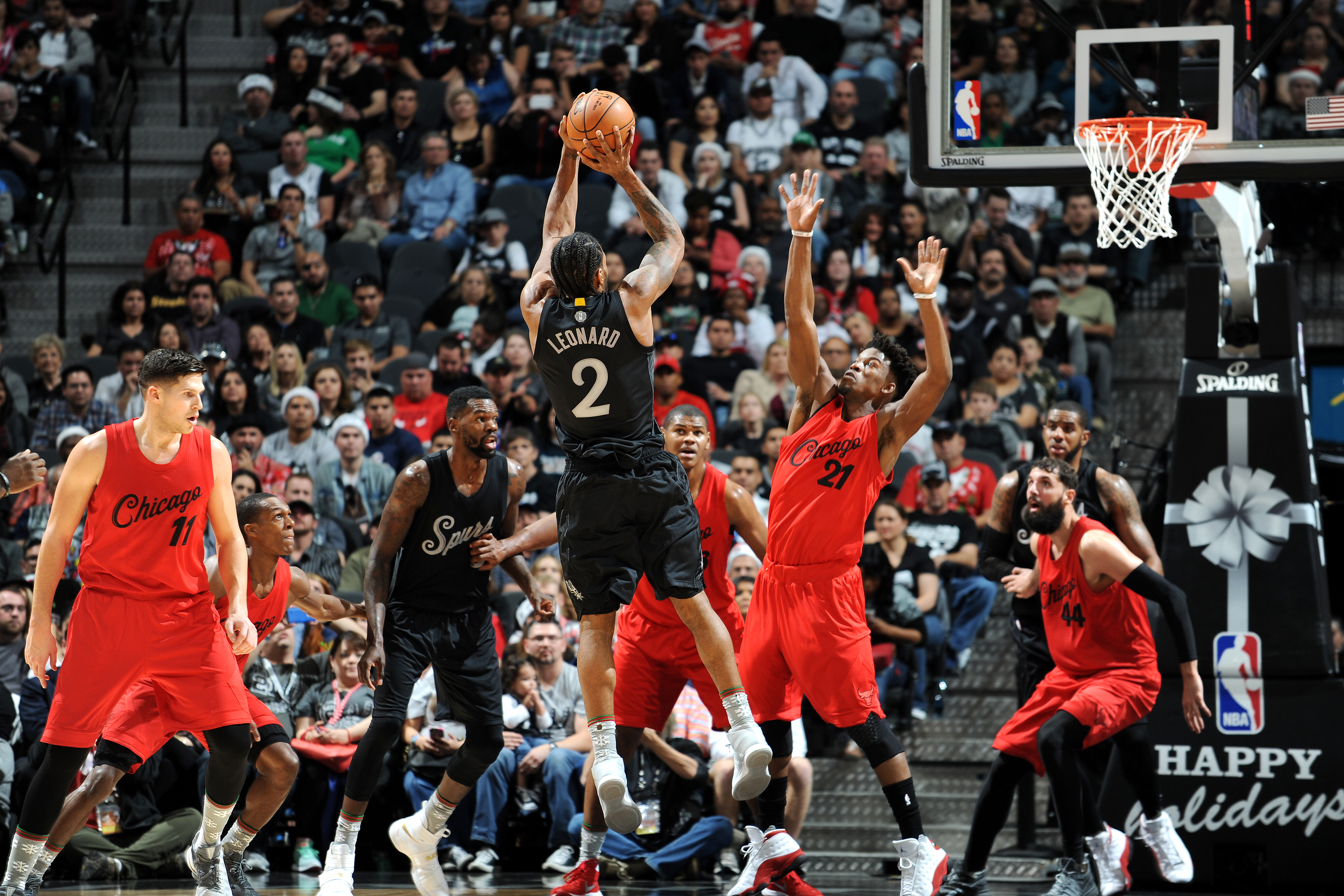 Kawhi Leonard #2 of the San Antonio Spurs shoots the ball during the game against the Chicago Bulls on December 25, 2016 at the AT&T Center in San Antonio, Texas.