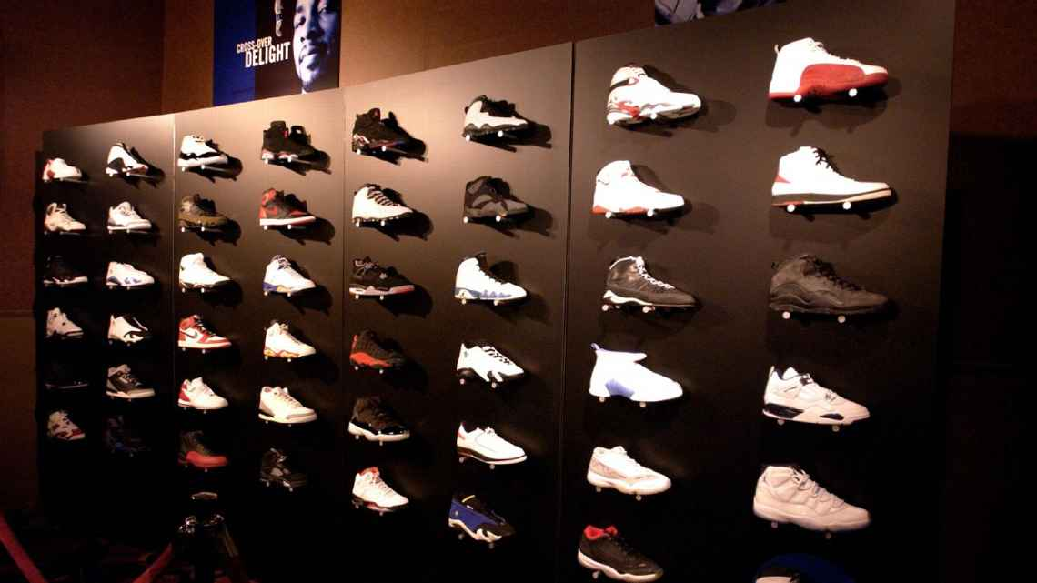 4fed631e7de0e0 5-on-5  Which player deserves a signature shoe