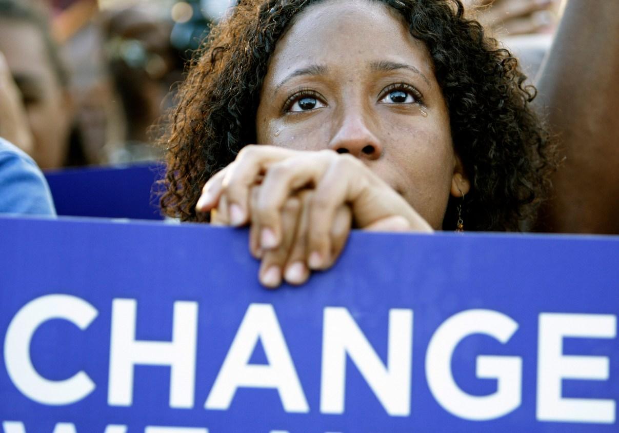 obama-supporter-holding-change-sign