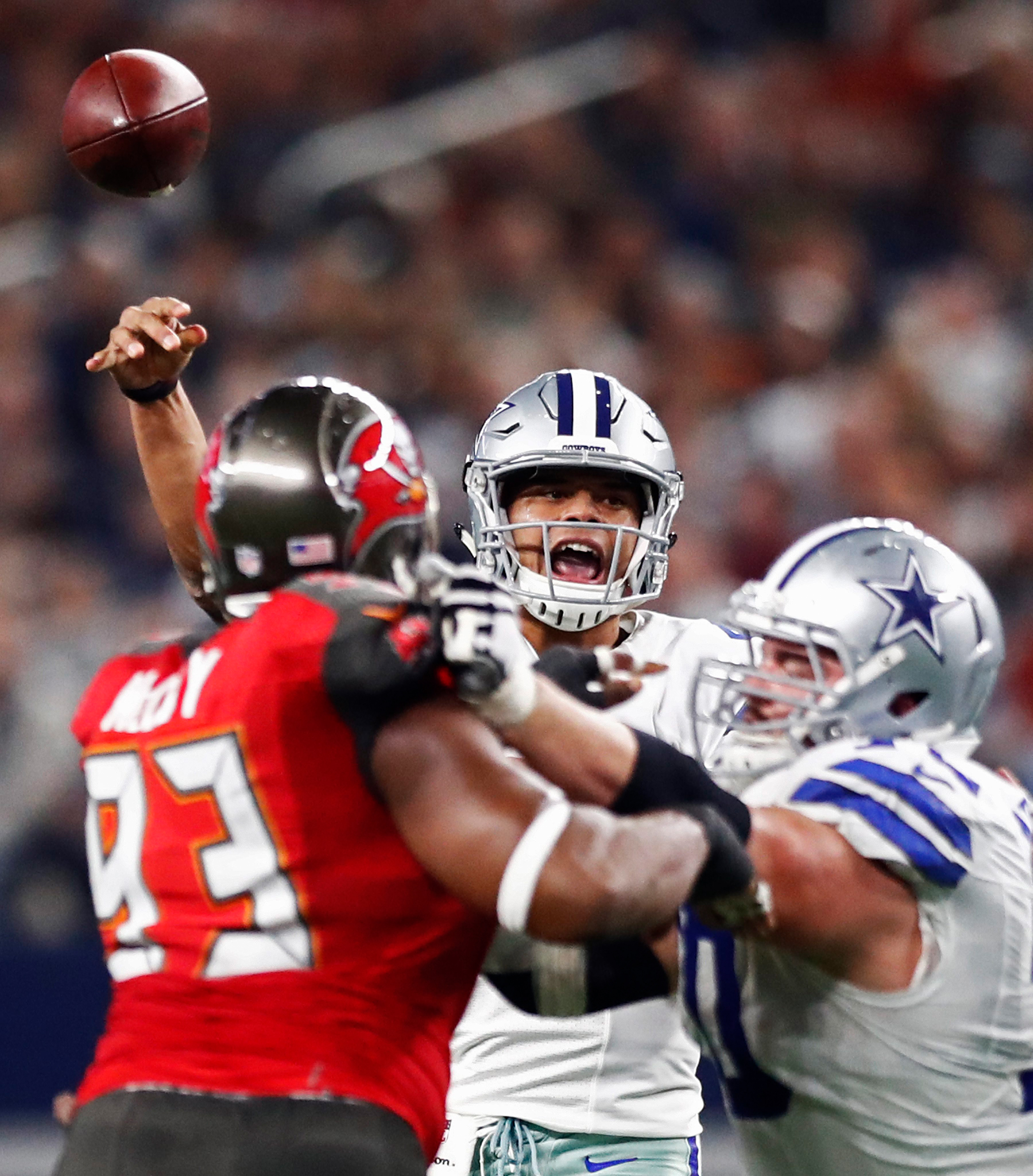 Dallas Cowboys quarterback Dak Prescott passes the ball against the Tampa Bay Buccaneers in the first half of their game at AT&T Stadium in Arlington, Texas, USA, 18 December 2016.
