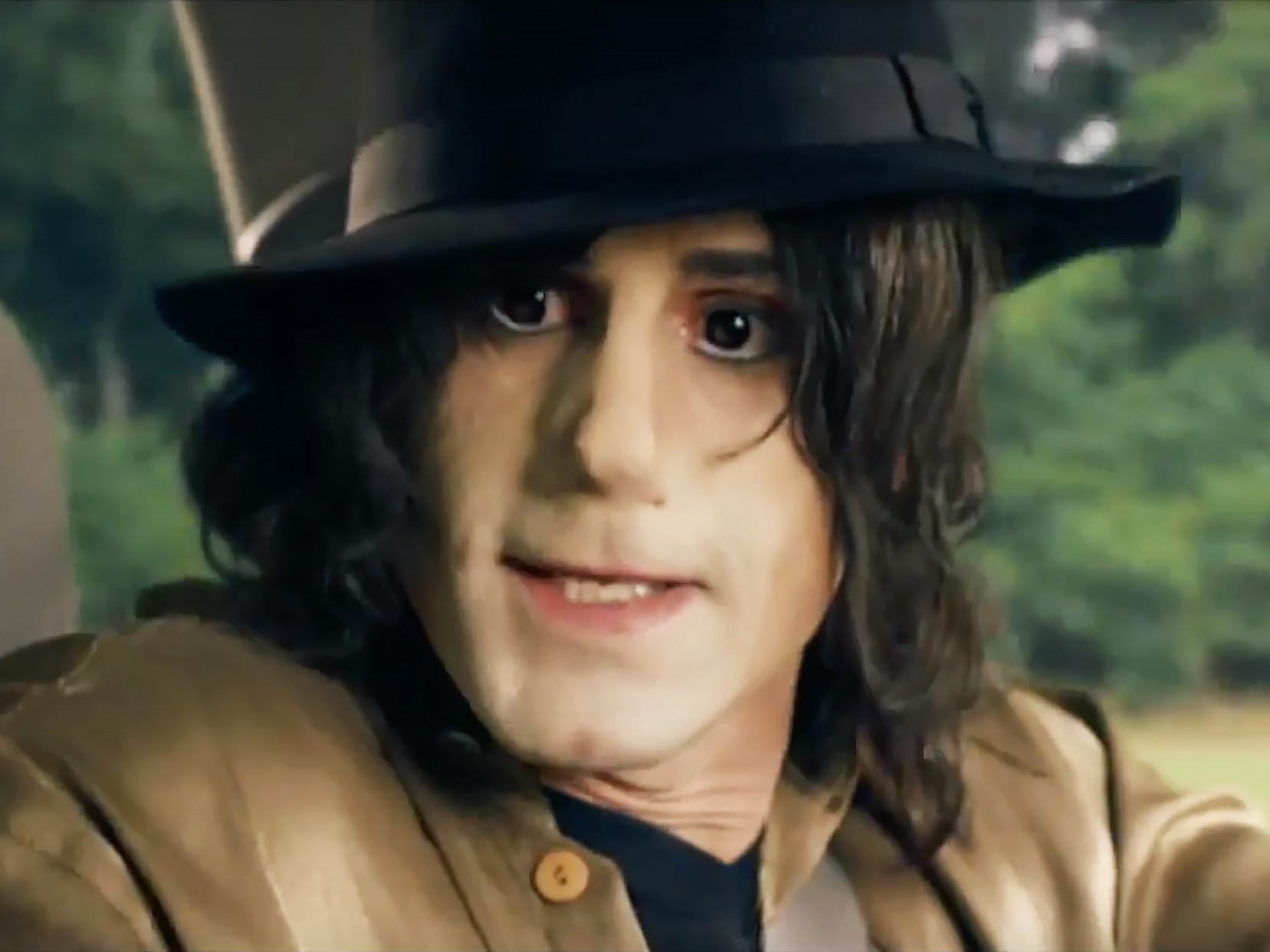 "Joseph Fiennes as Michael Jackson in the trailer of the Elizabeth, Michael and Marlon episode of ""Urban Myths"""