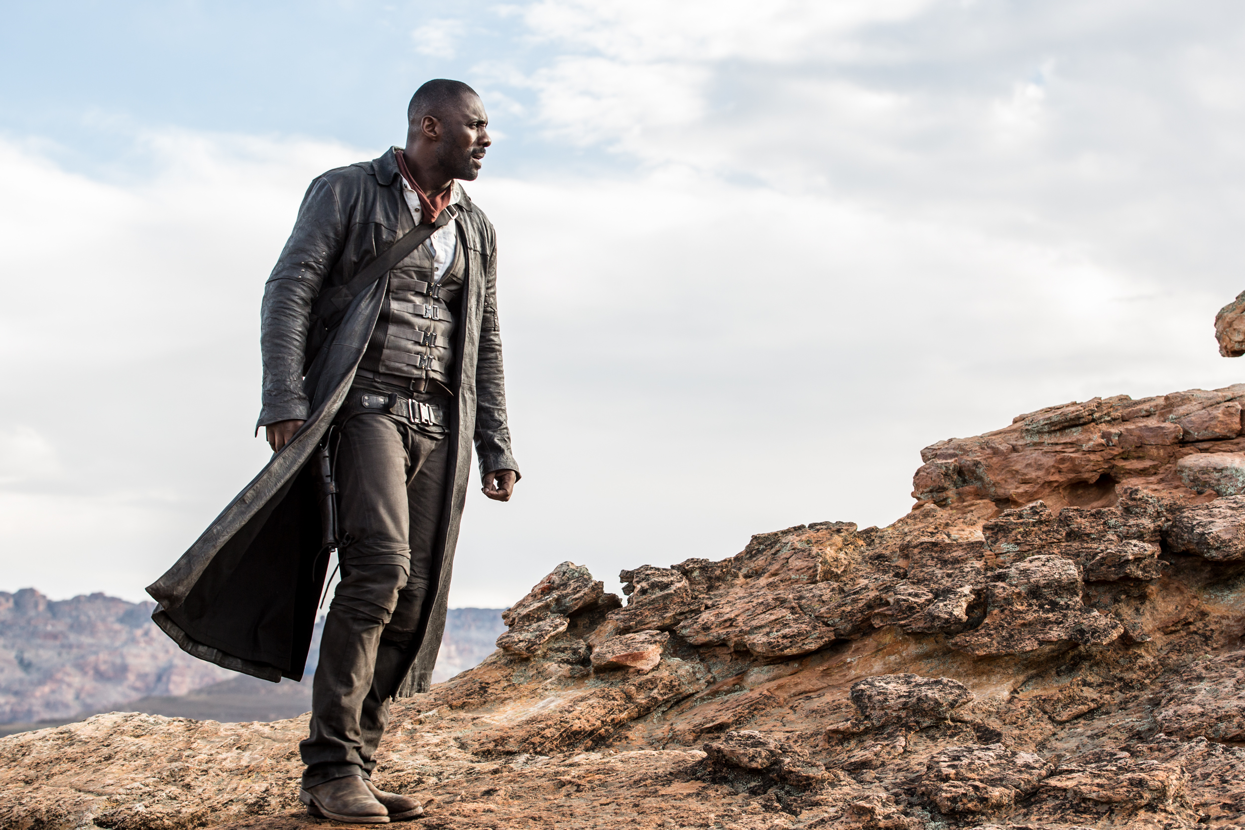 Roland Deschain (Idris Elba) in THE DARK TOWER.