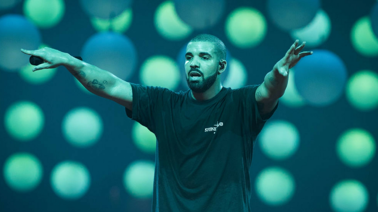 Drake performs at AccorHotels Arena on March 12, 2017 in Paris, France.