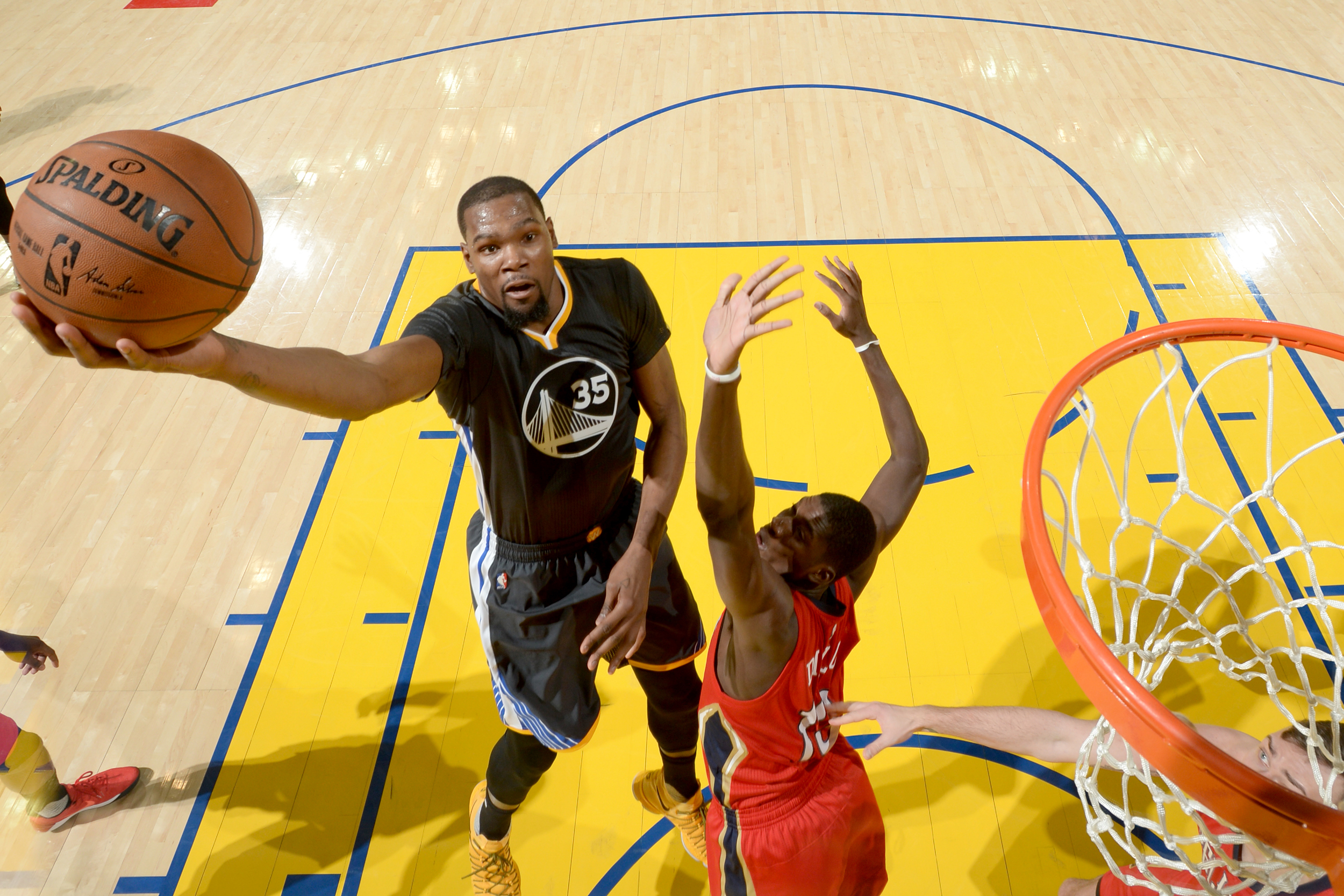 55e086269c4c Kevin Durant (No. 35) of the Golden State Warriors goes to the basket  against the New Orleans Pelicans on April 8 at Oracle Arena in Oakland