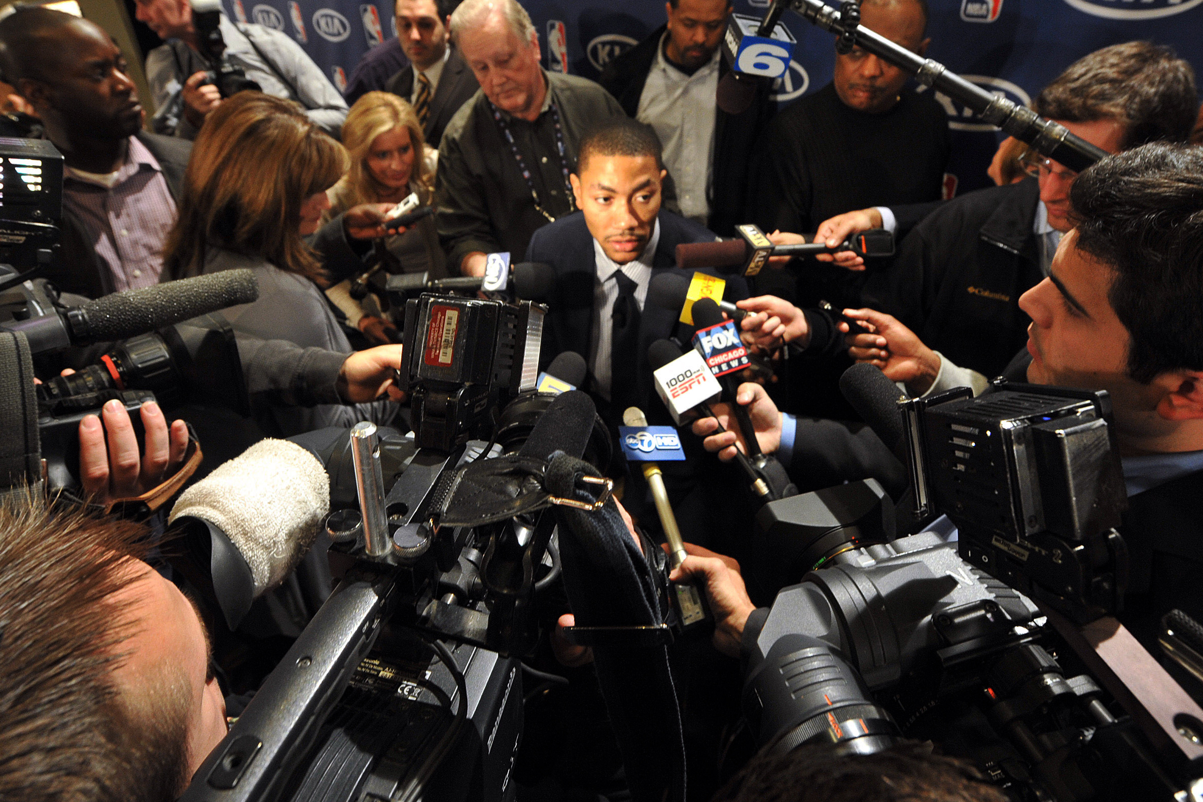 06775112435 Derrick Rose of the Chicago Bulls answers questions from the media on May  3