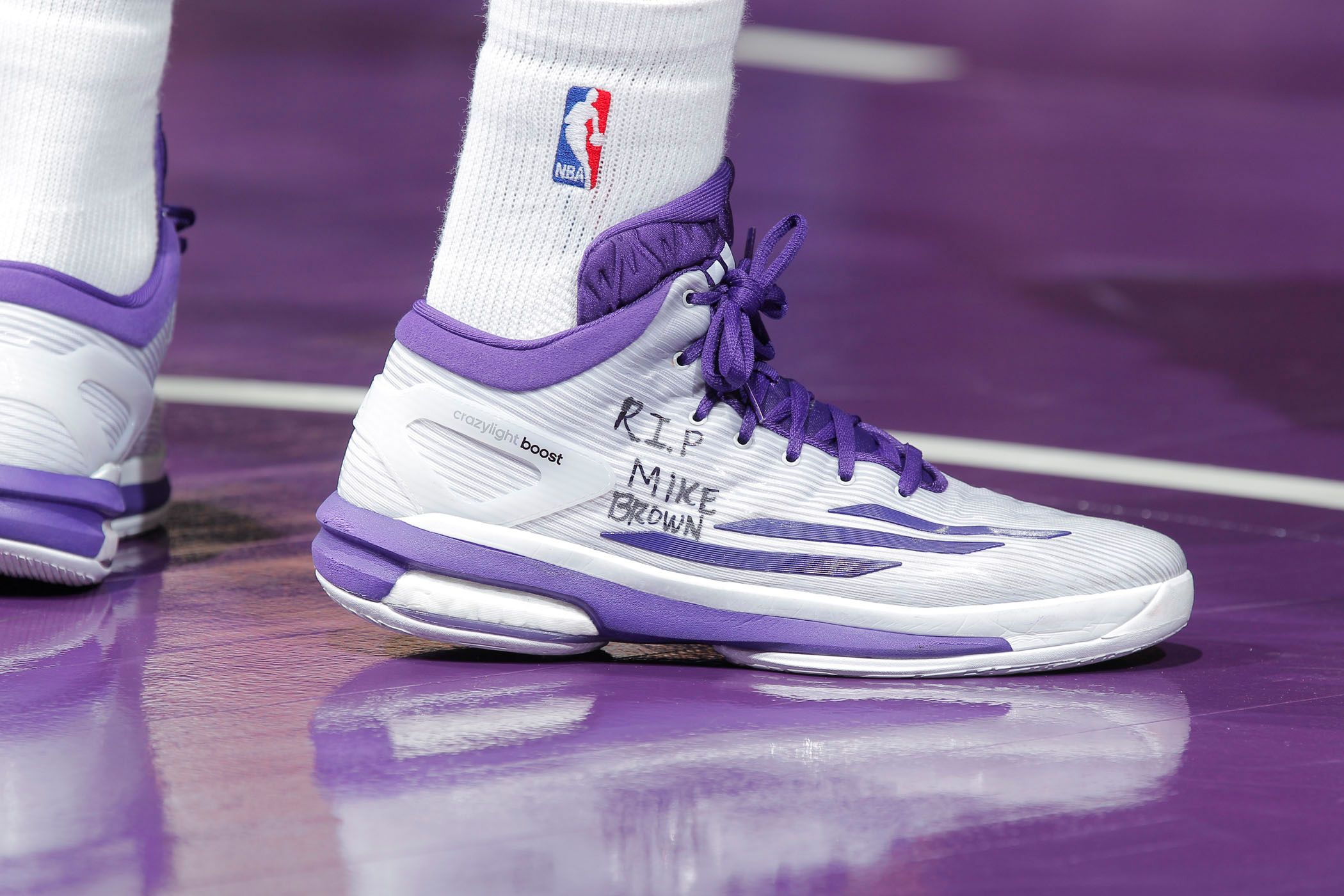 The Boston Celtics  Isaiah Thomas  sneakers were an eloquent and ... 61980f77a