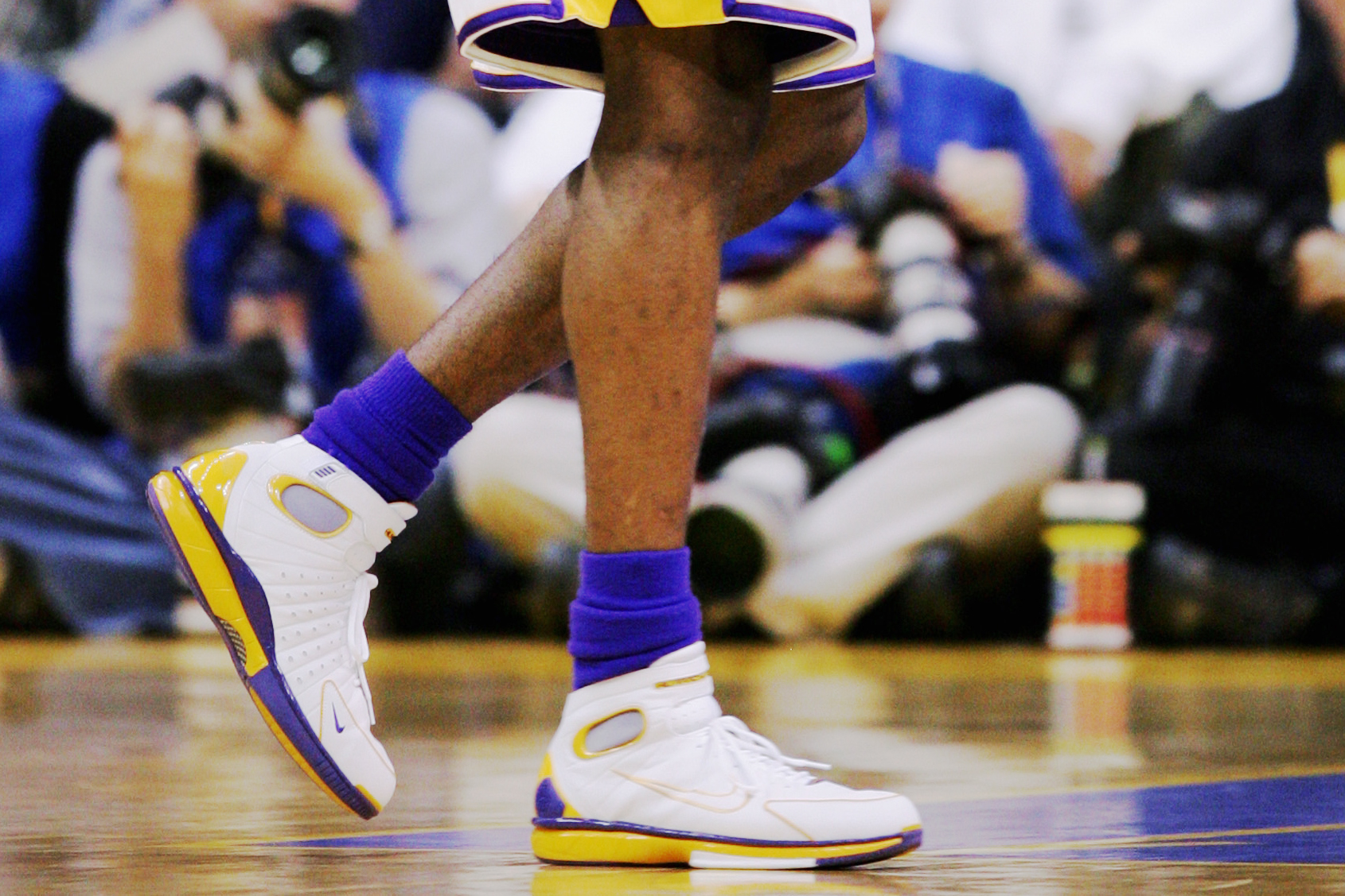 617daea786e Nike Air Zoom Huarache 2K4. Kobe Bryant of the Los Angeles Lakers in Game  ...