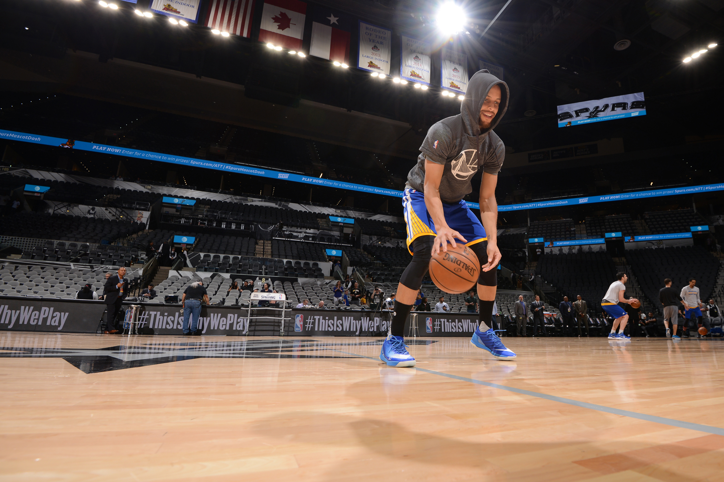 Stephen Curry  30 of the Golden State Warriors warms up before the game  against the San Antonio Spurs on March 29 f12848092