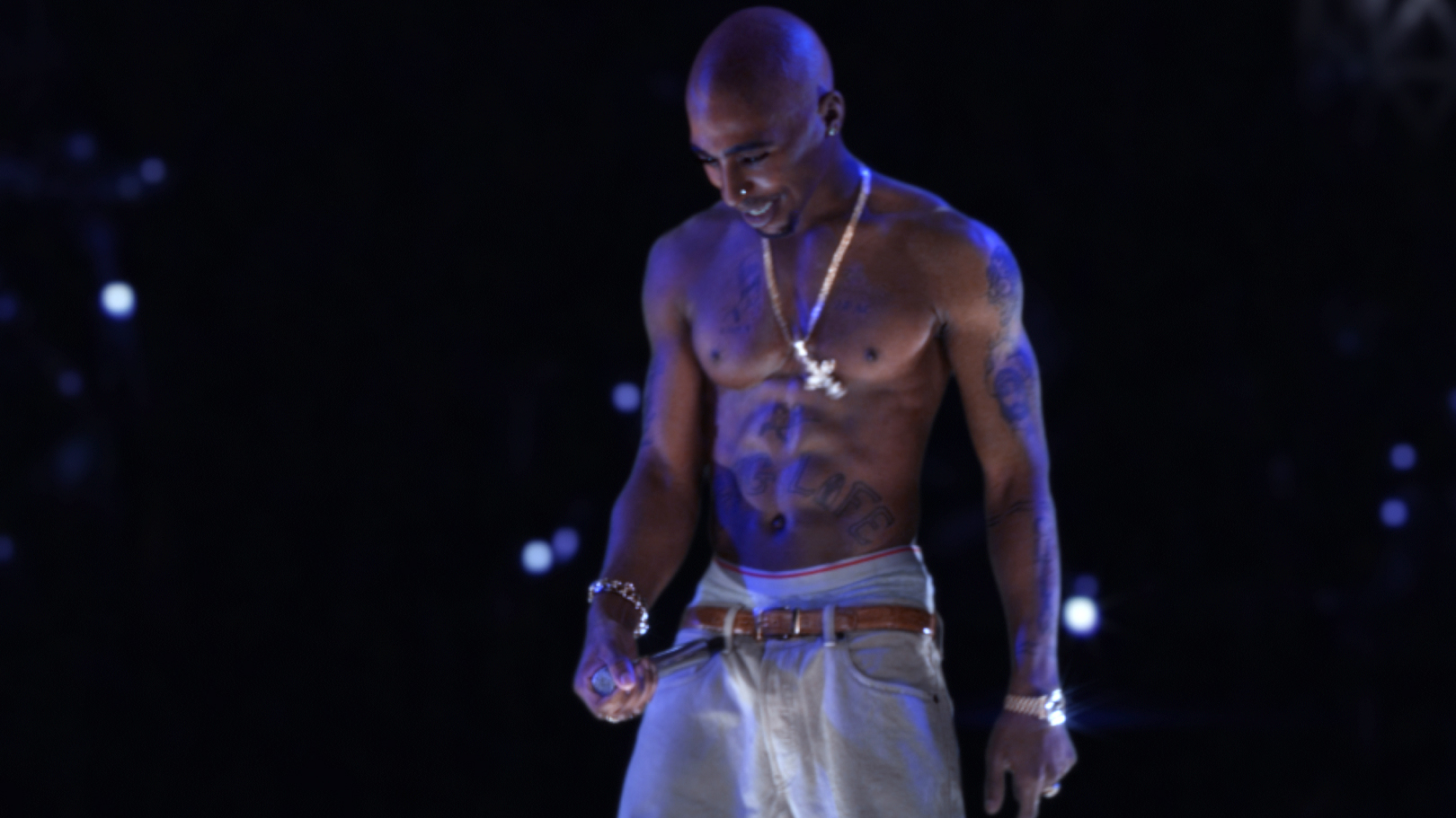 FAMOUS STARS OF THE WORLD: 2pac |Tupac Performing