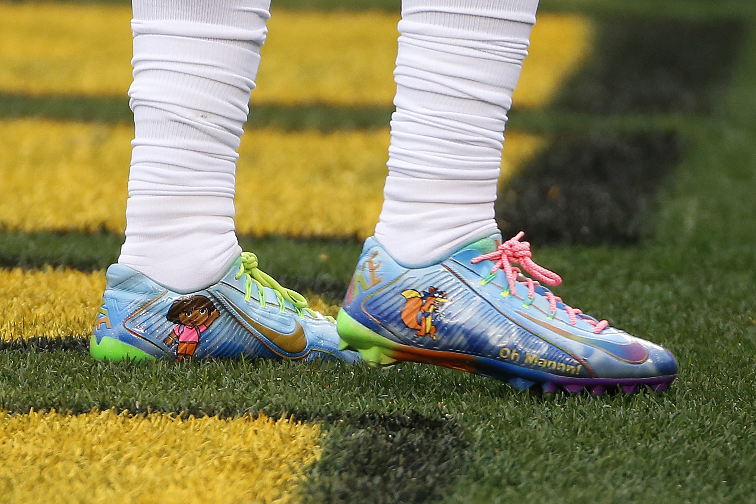 cf9509876 New York Giants wide receiver Odell Beckham Jr. wears cleats supporting the  Make-A-Wish Foundation during warm-ups before a game against the Pittsburgh  ...