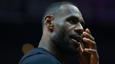 Cleveland Cavaliers v Los Angeles Clippers
