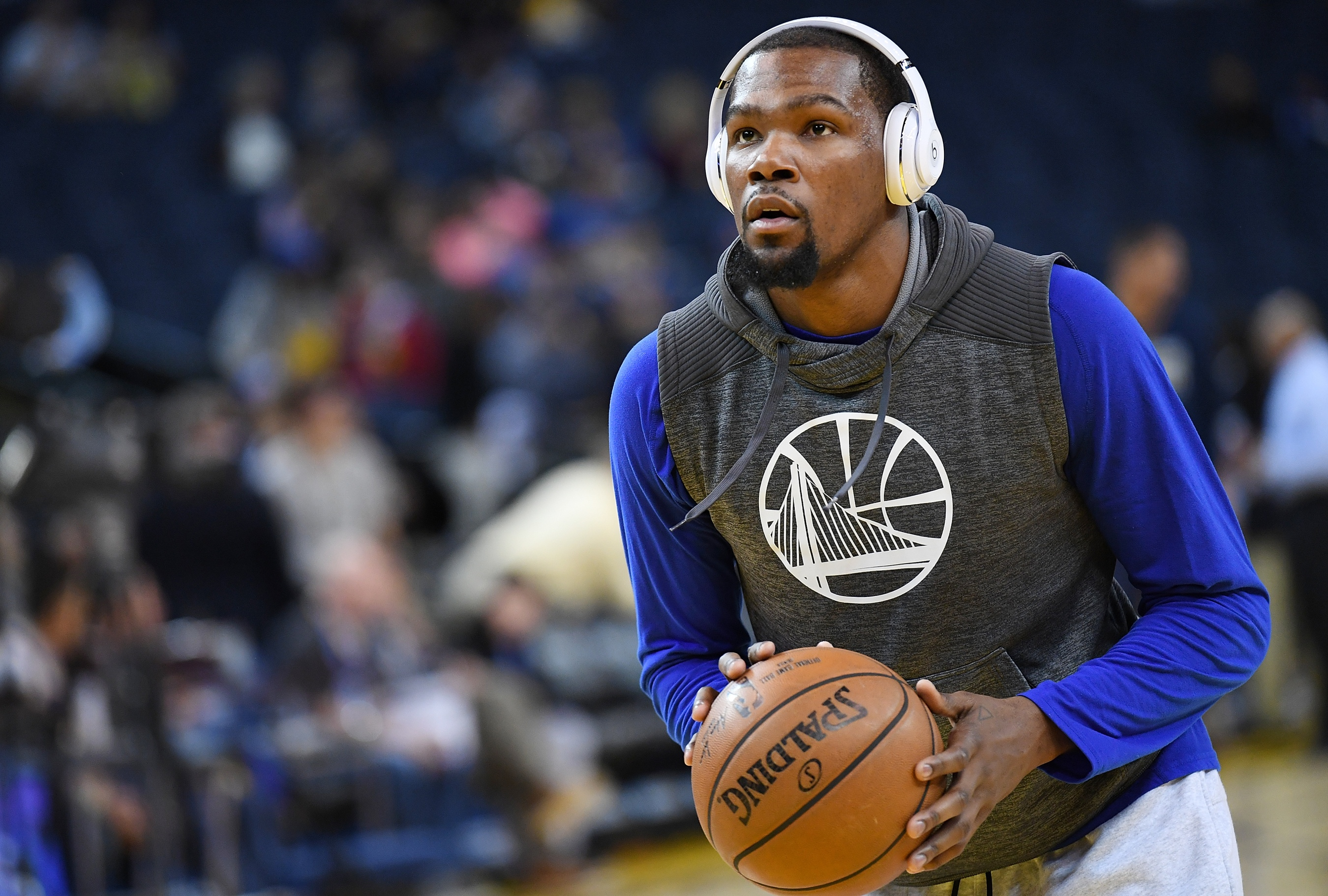 1c7c9c79409 New Beats By Dre ad features 4 NBA stars