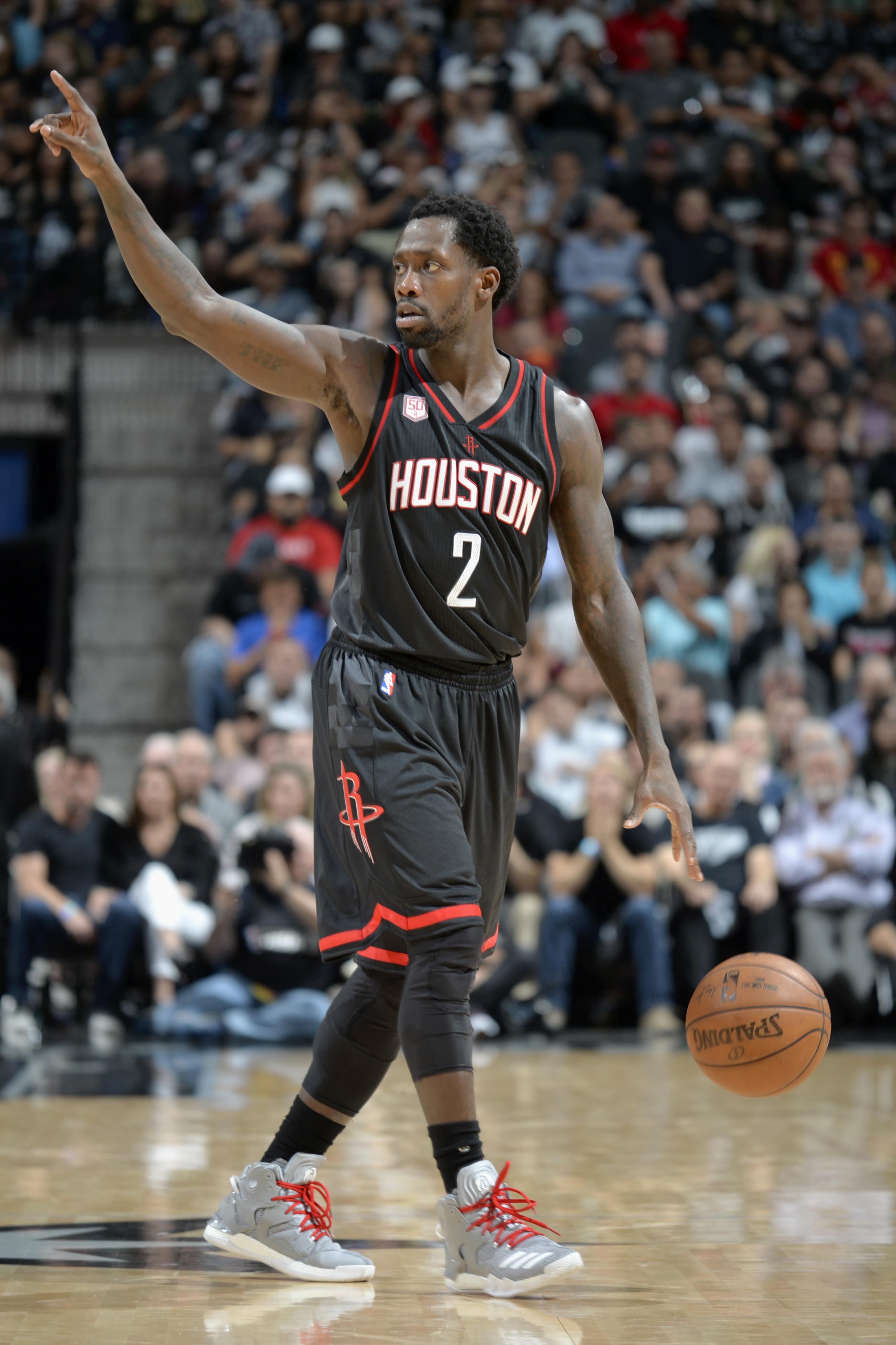 Rockets' Patrick Beverley plays through