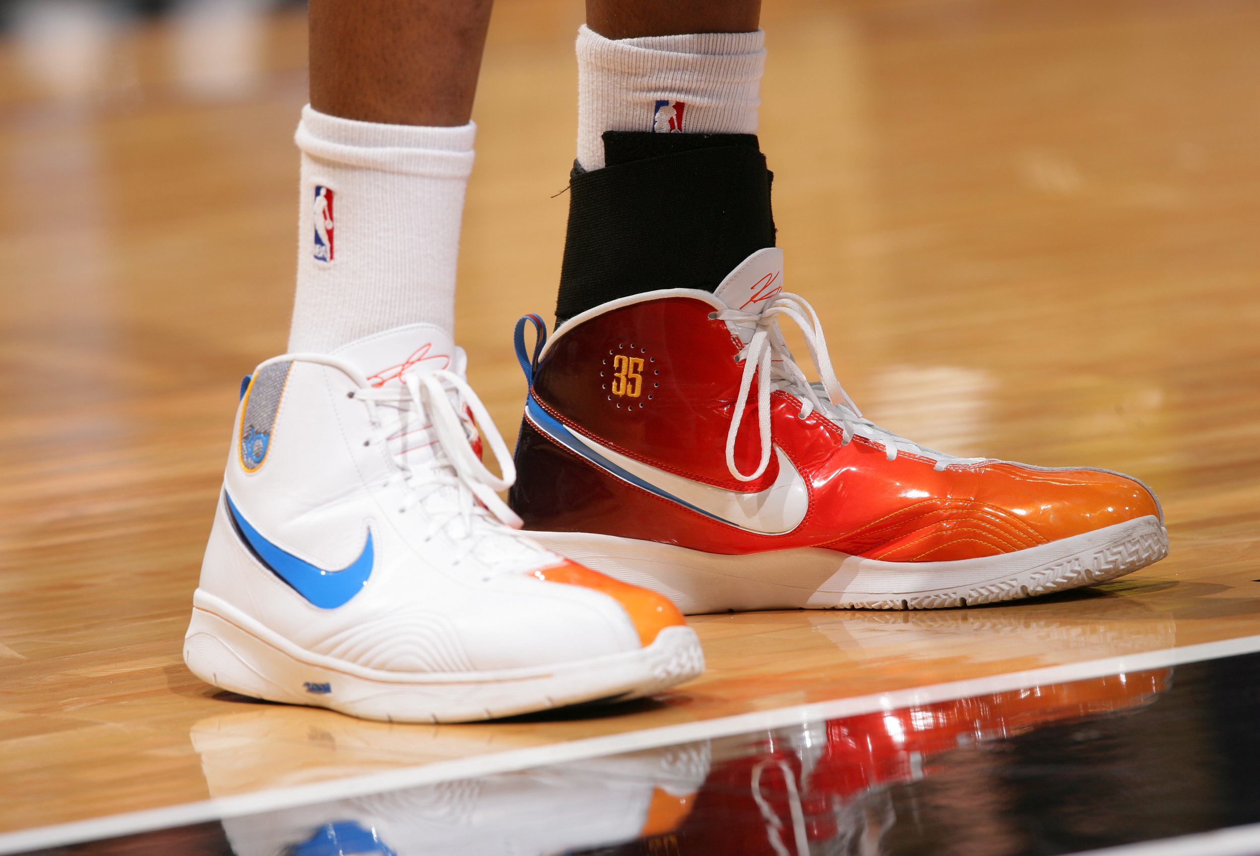 new product 91cb1 61f2b Kevin Durant of the Oklahoma City Thunder wears some flashy shoes while  taking on the Sacramento Kings on Feb. 1, 2009, at ARCO Arena in  Sacramento, ...