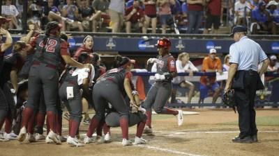 2017 NCAA Division I Women's Softball Championship – Game 1