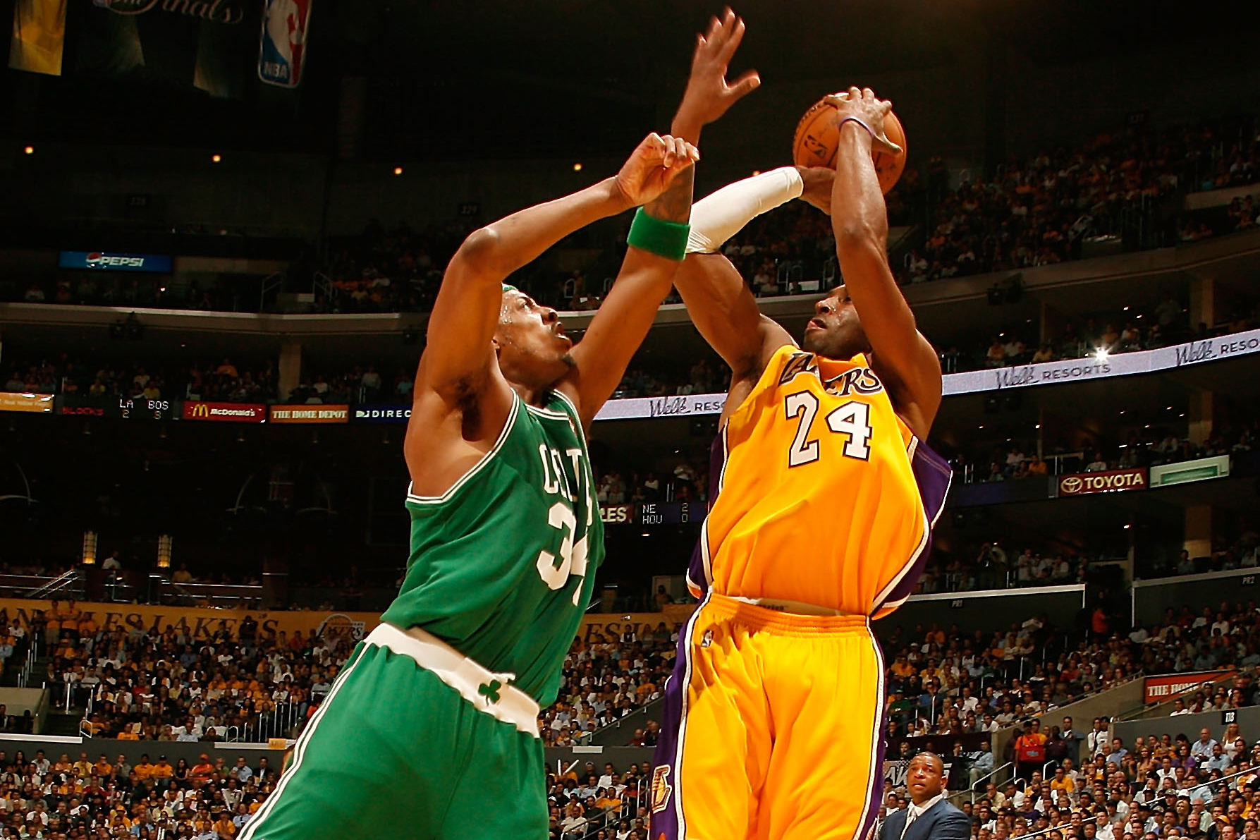 9a565cb5548 Kobe Bryant (No. 24) of the Los Angeles Lakers attempts a shot against Paul  Pierce (No. 34) of the Boston Celtics in Game 4 of the 2008 NBA Finals on  June ...