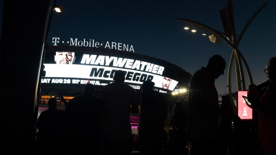 Mayweather vs McGregor from the streets of Vegas