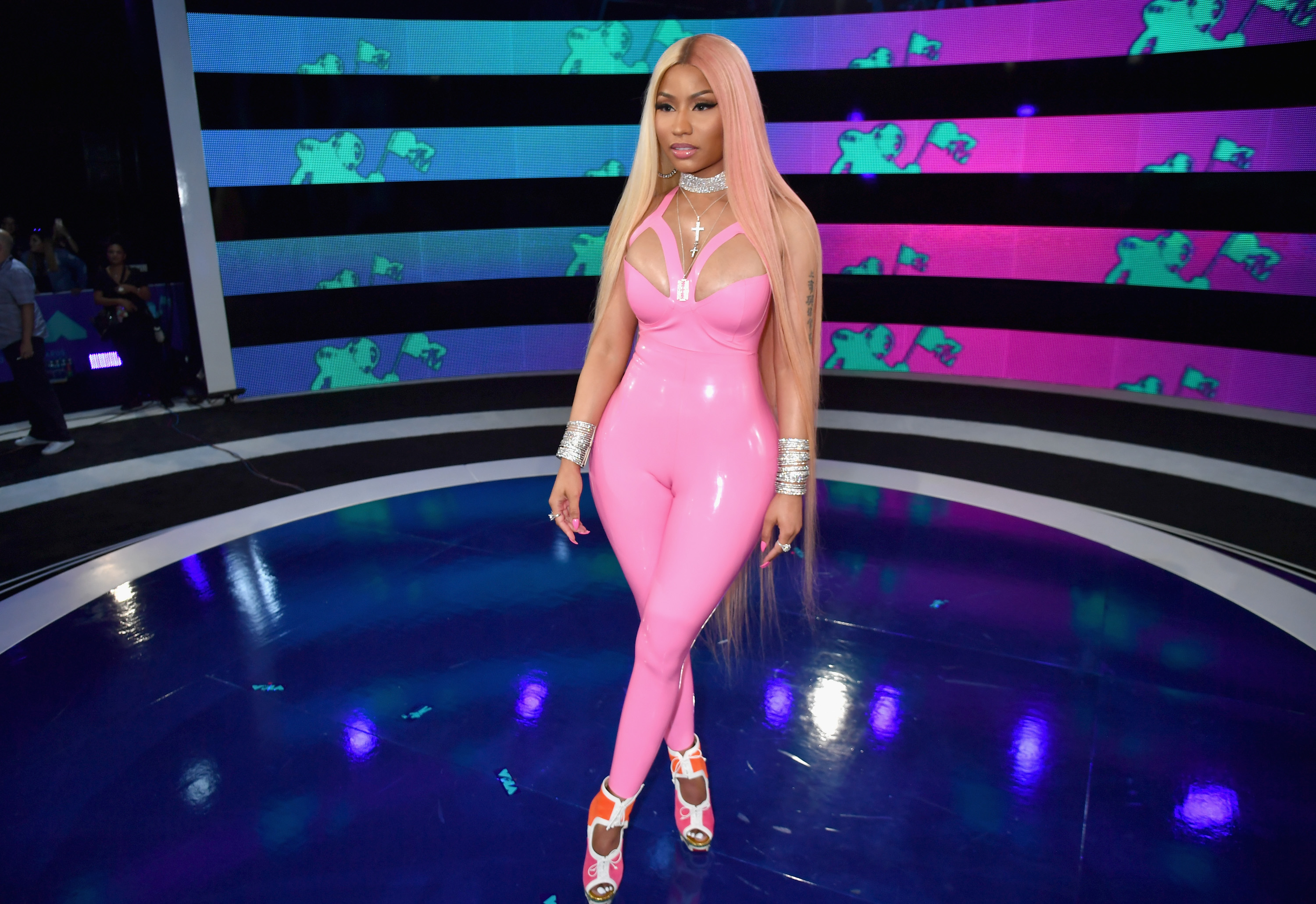 Amber Michaels Forum 2017 vmas style was all about getting graphic and going bold