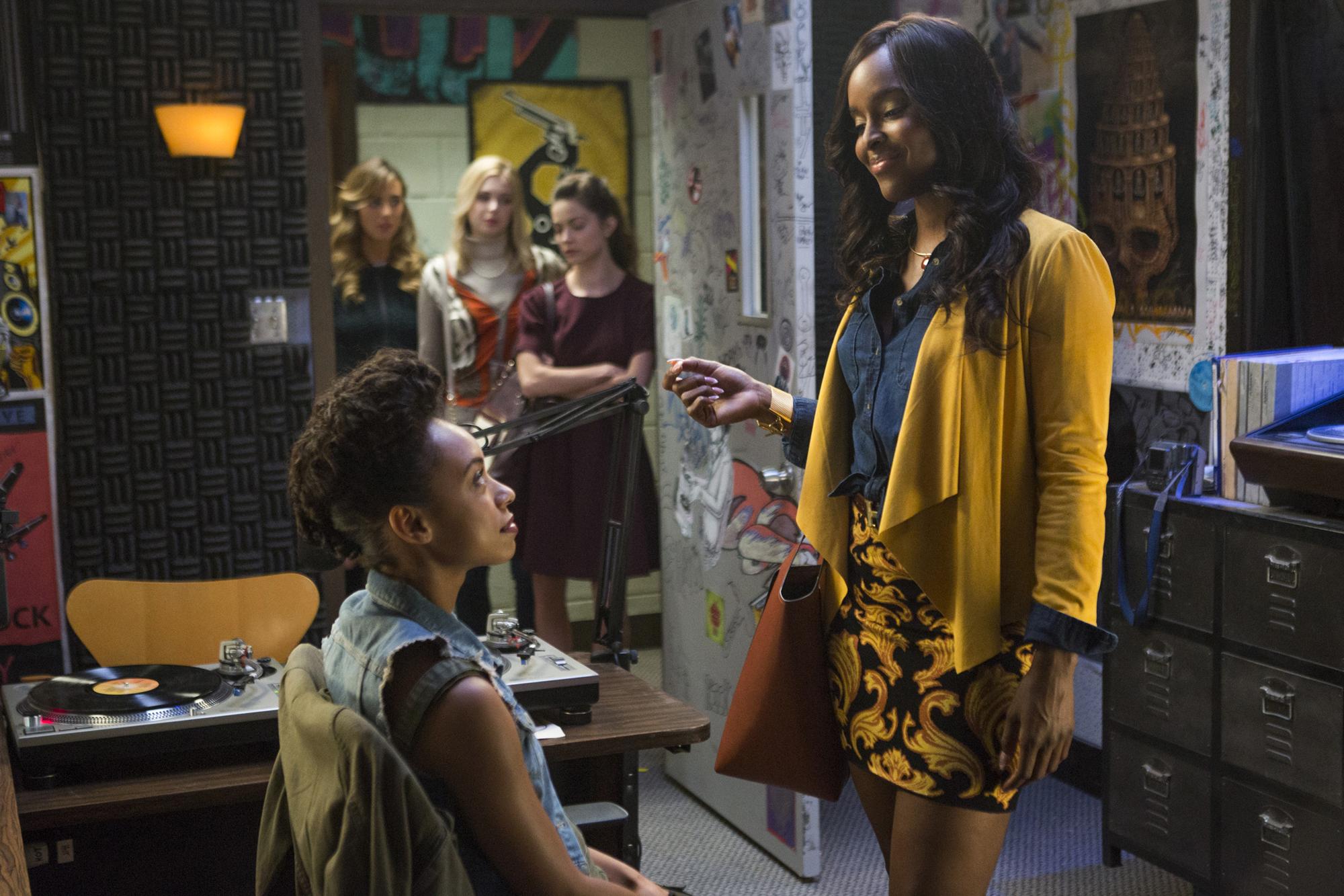 "5e599bdc0ef2 Antoinette Robertson as Colandrea ""Coco"" Conners (Adam Rose Netflix)"