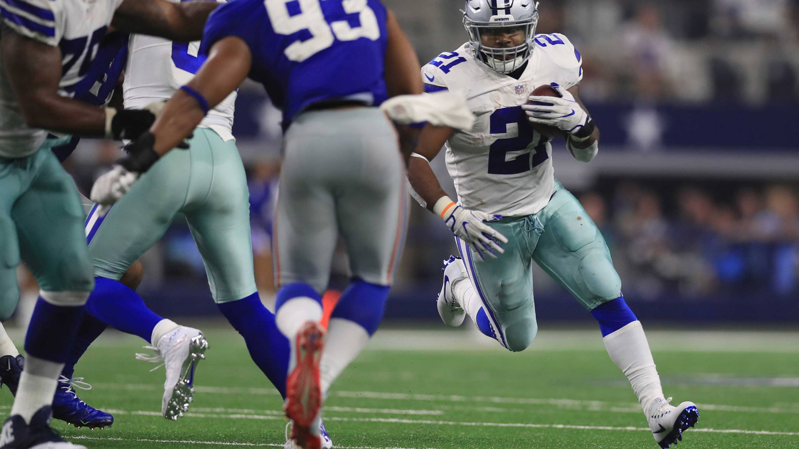 Cowboys  Ezekiel Elliott gets back on the field 9e2468c55