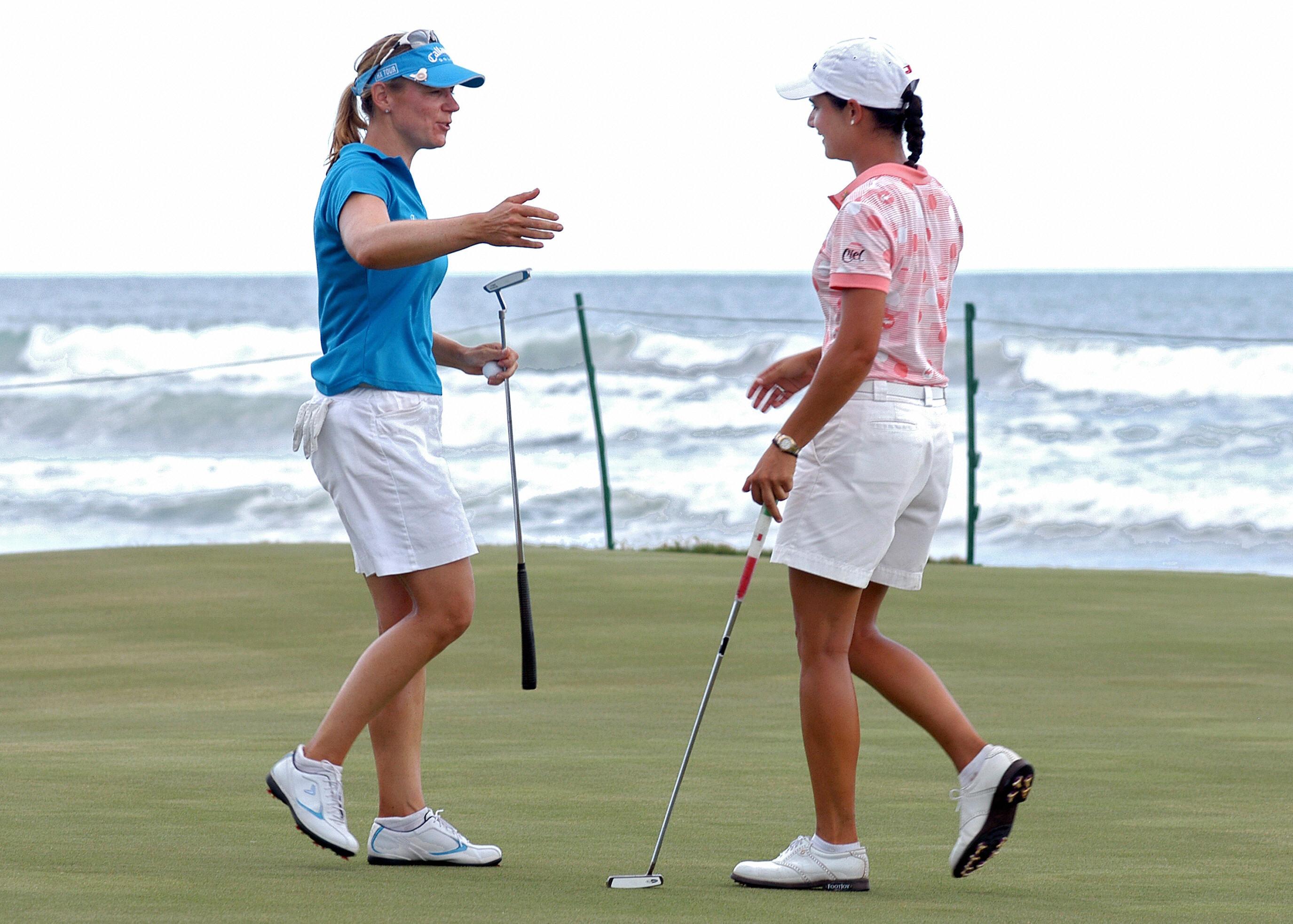 Mexican golfer Ana Lorena Ochoa (R) talk