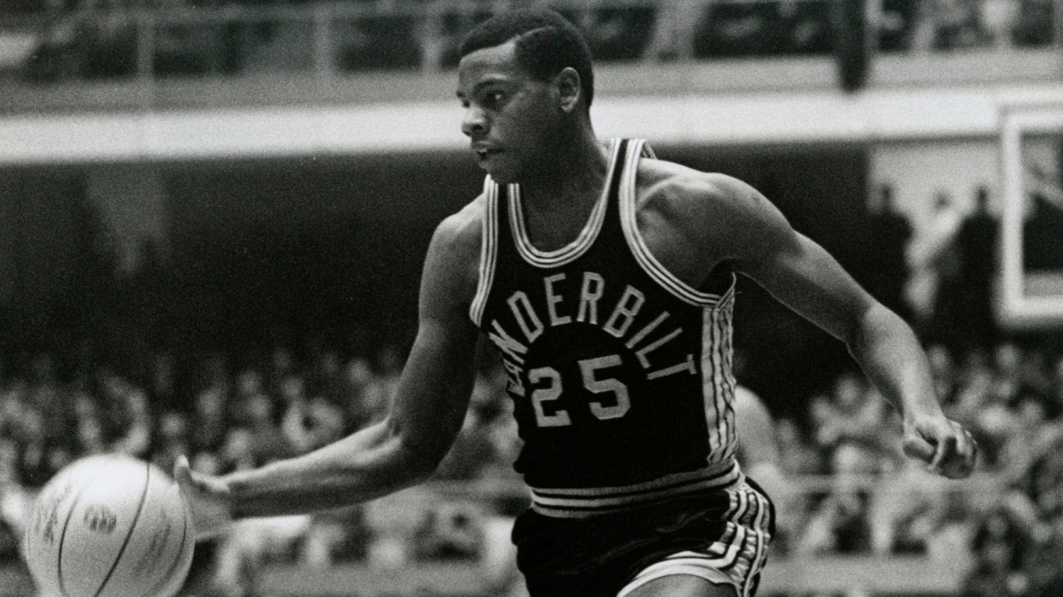 Perry Wallace, the first black basketball player in SEC ...