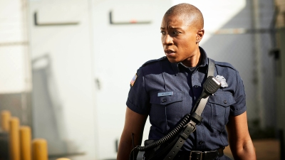 9-1-1: Aisha Hinds. CR: Mathieu Young / FOX. © 2017 FOX Broadcasting.