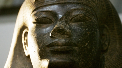 The pharoinc statue of a queen Tiye is d