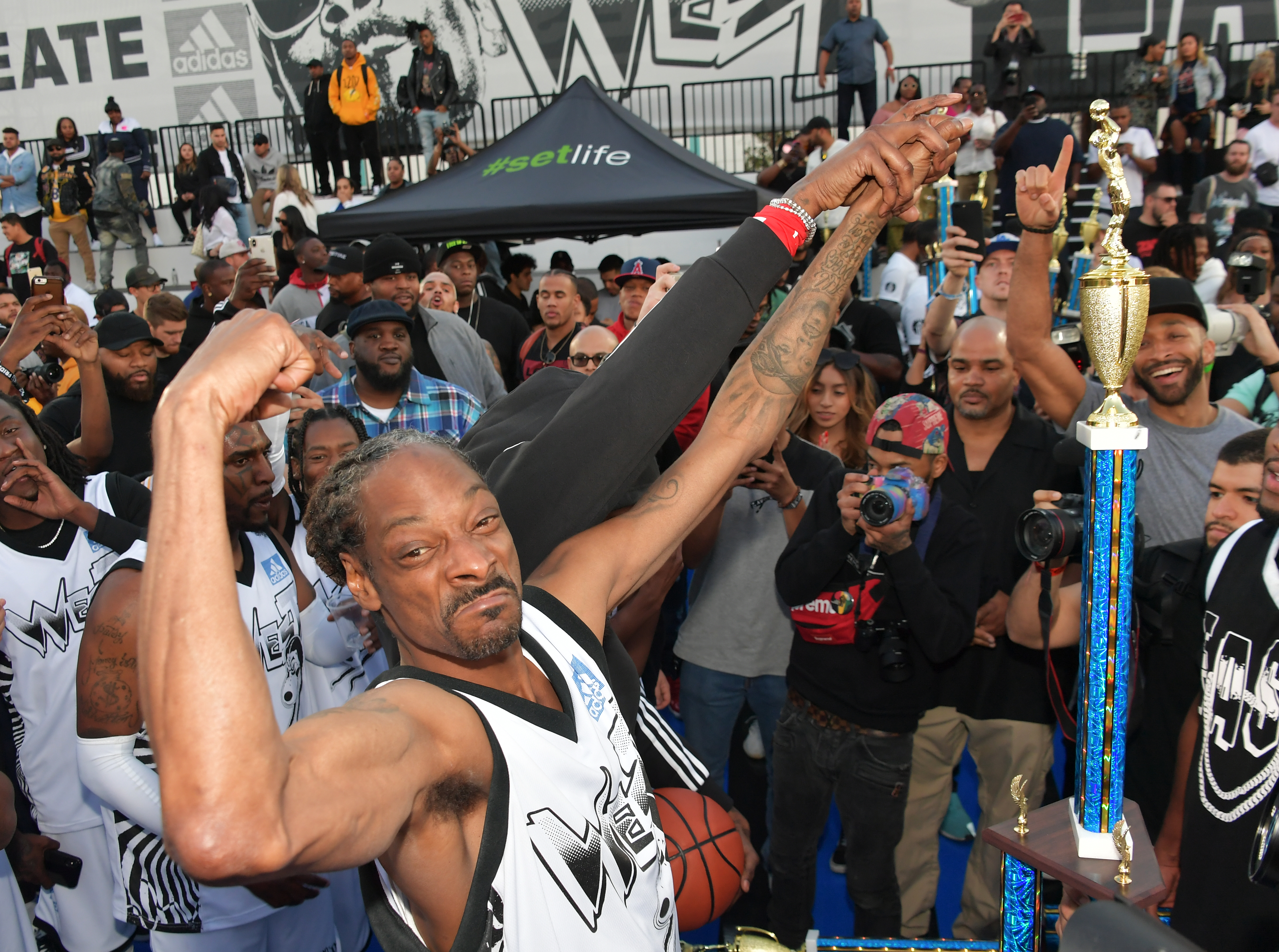 Snoop Dogg's Massive Weapon Earns Him Community Service naked (16 pics)